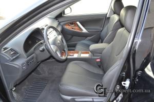 Перетяжка салона кожей Toyota Camry 40