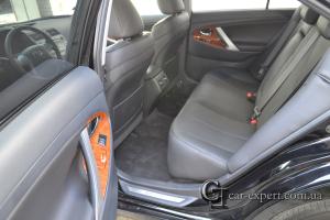 Перетяжка салона Toyota Camry v40 кожей