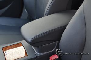 Перетяжка подлокотника кожей Toyota Camry v40