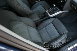 Перетяжка салона Audi A4 кожей и алькантарой