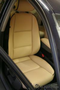 Перетяжка салона Audi A4 натуральной кожей
