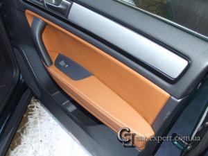 Перетяжка дверных карт кожей Volkswagen Touareg