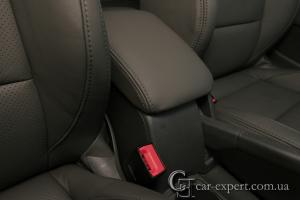 Перетяжка подлокотника кожей Volkswagen Golf V