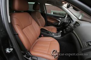Перетяжка салона коричневой кожей Opel Insignia